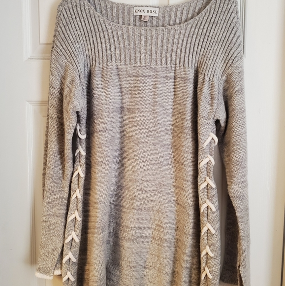KNOX ROSE Grey sweater w/ adorable stitching